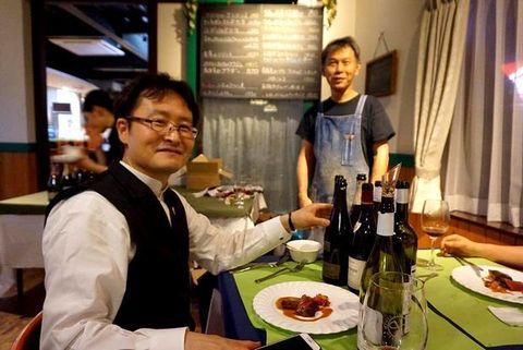 100年前のワイン内田シェフと.jpg