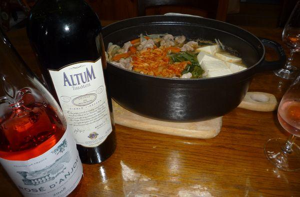 キムチ鍋とロゼダンジュ.jpg