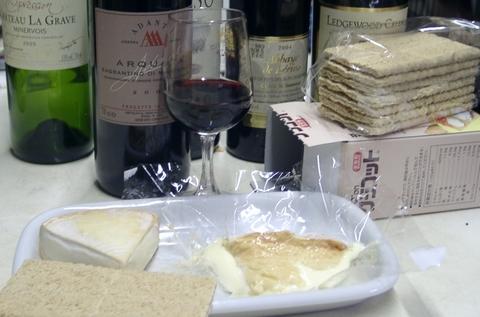 ワインチーズ(ルブロッション・フェルミエandエポワス)とクラコット.jpg