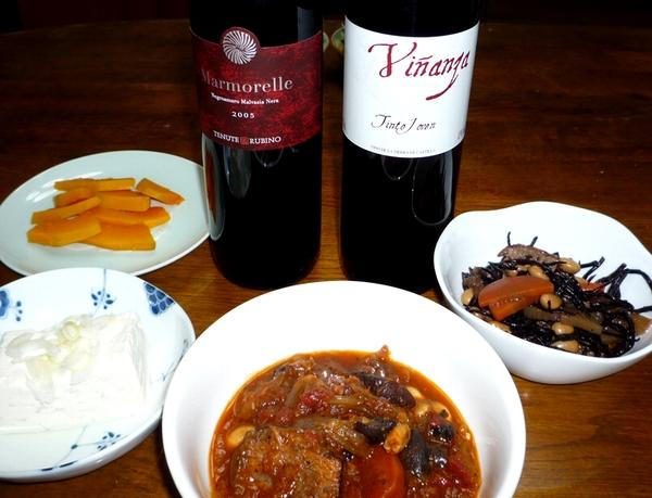 牛のトマト煮込みと赤ワイン.jpg