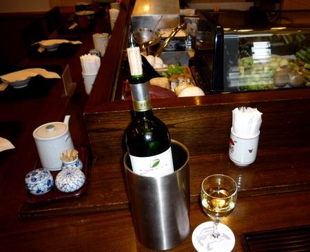 天健店内とワイン.jpg