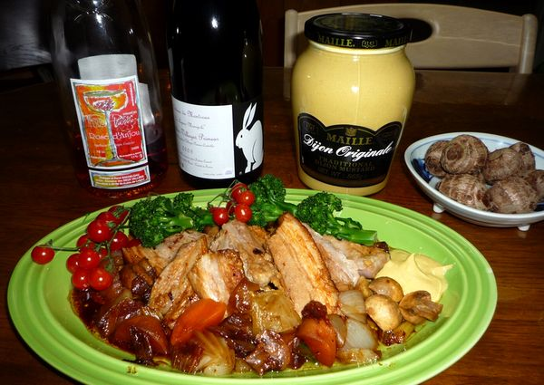 豚のストウブ煮とワイン.jpg