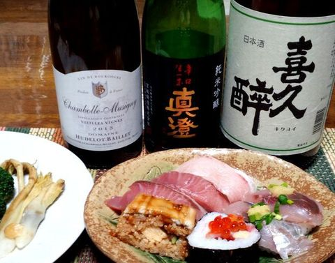 お寿司とユドロ・バイエと日本酒.jpg