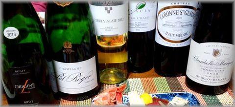 お節にシャンパン&白ワイン.jpg