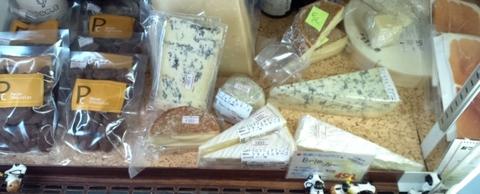 チーズ入荷しました.jpg