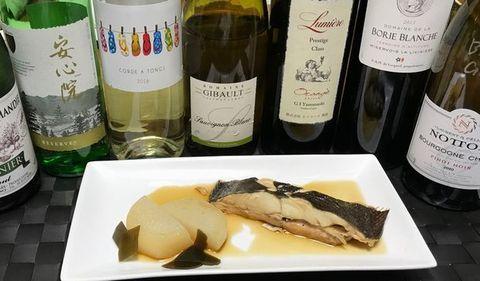 平目の煮付けとワイン.jpg