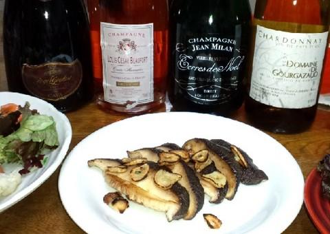 椎茸のステーキとシャンパン.jpg