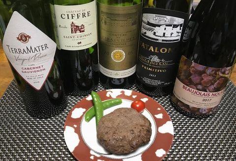 熟成肉入りハンバーグとワイン.jpg