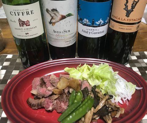 牛のステーキと安ウマワイン.jpg