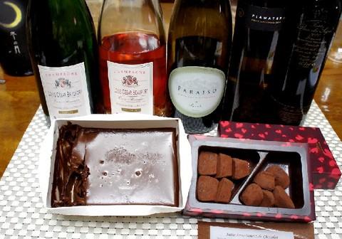 生チョコケーキと赤ワイン.jpg