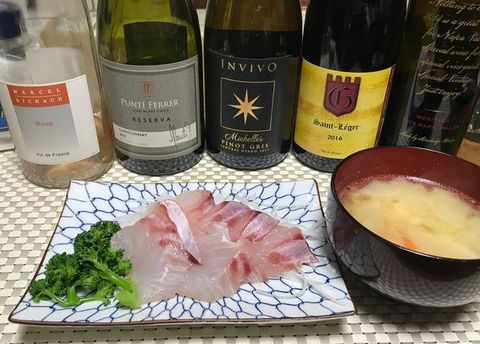 鯛のお刺身とニュージー・ピノグリ・インヴィーヴォ.jpg