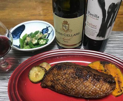 鴨の炭火焼きとワイン.jpg
